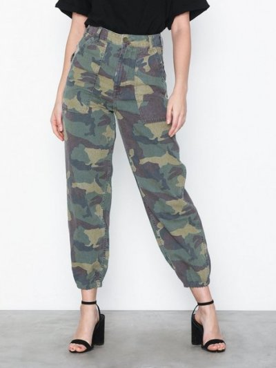 c38d6a53bf2 Topshop Camouflage Utility Trousers Byxor